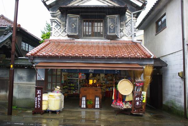蔵を改造した商店