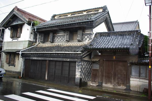 当時の栄華が想像できる立派な建物