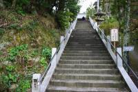 境内へ続く階段